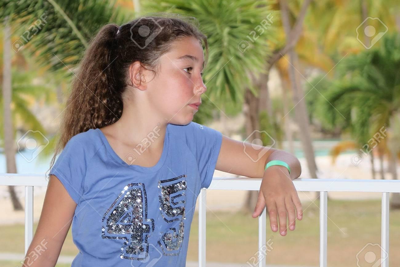 Hübsches Mädchen 10 Jahre Alt An Der Sommerzeit Lizenzfreie Fotos