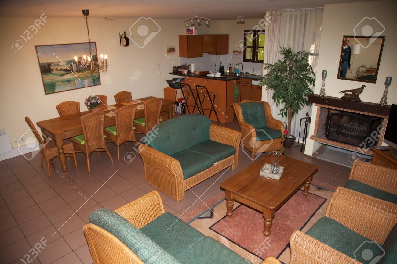 Schone Und Eine Gemutliche Helle Wohnzimmer Lizenzfreie Fotos Bilder Und Stock Fotografie Image 46640709