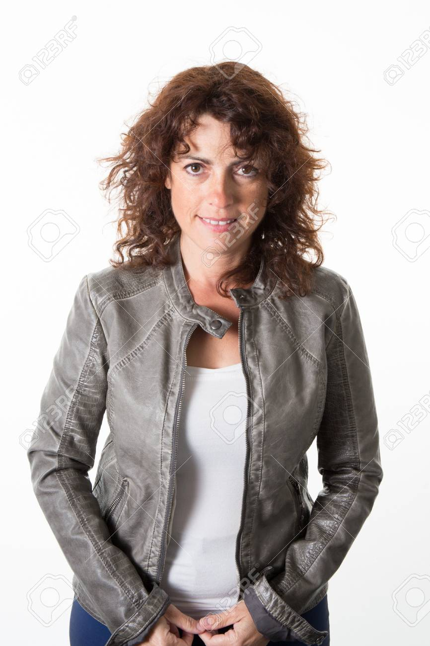separation shoes e5641 0fe80 La donna, di mezza età, con una giacca di pelle verde sorridente