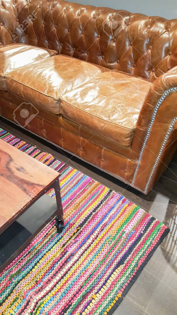Fantastic Chesterfield Sofa Detail With Coffee Table And Living Room Rug Creativecarmelina Interior Chair Design Creativecarmelinacom