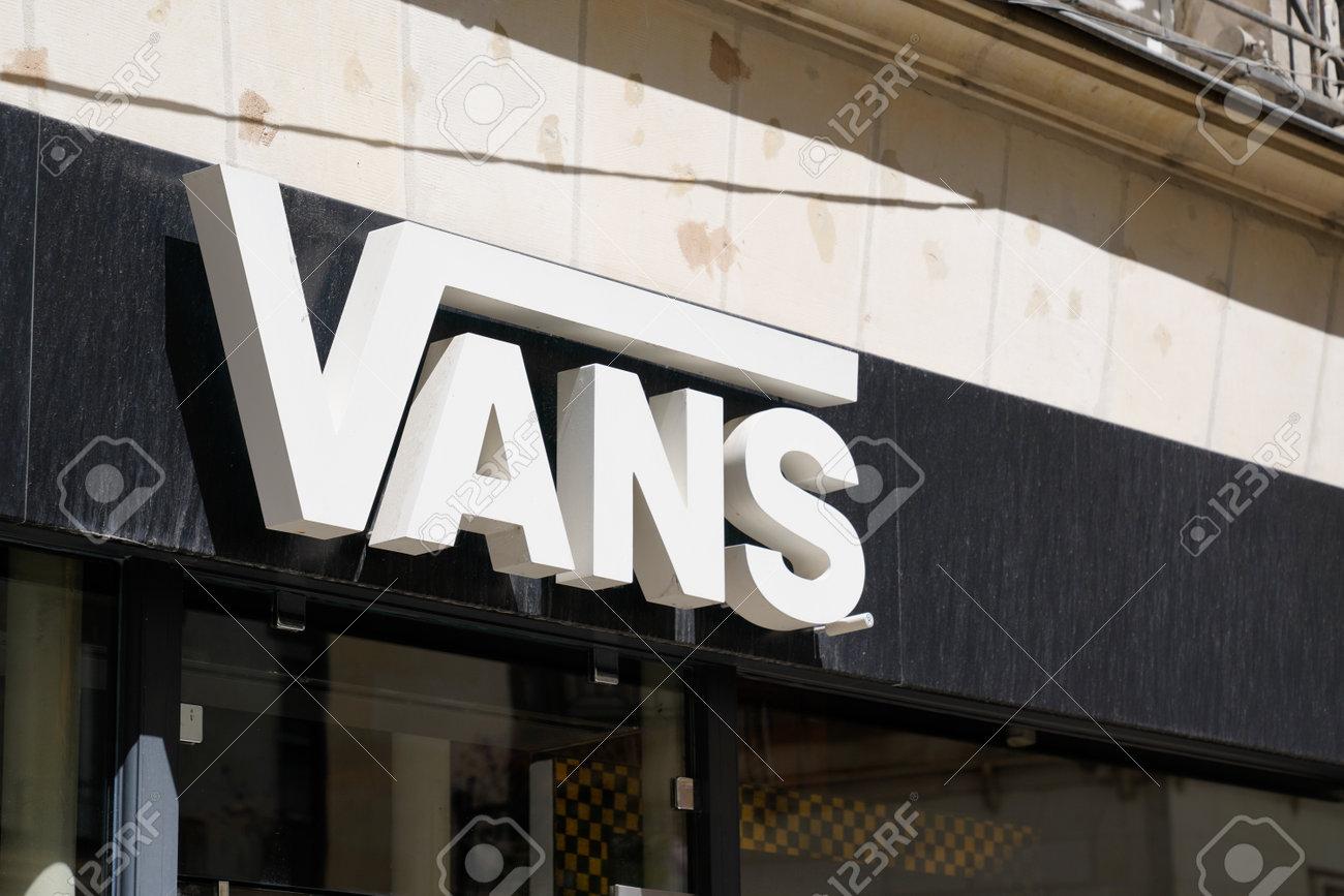 Bordeaux, Aquitaine / France - 07 07 2020: Vans Shop Brand Logo ...