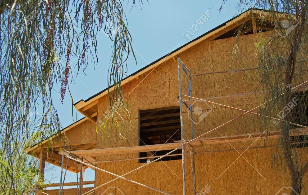 Una Casa De Nueva Construcción Del Marco Y Los Muros De La Casa Está ...