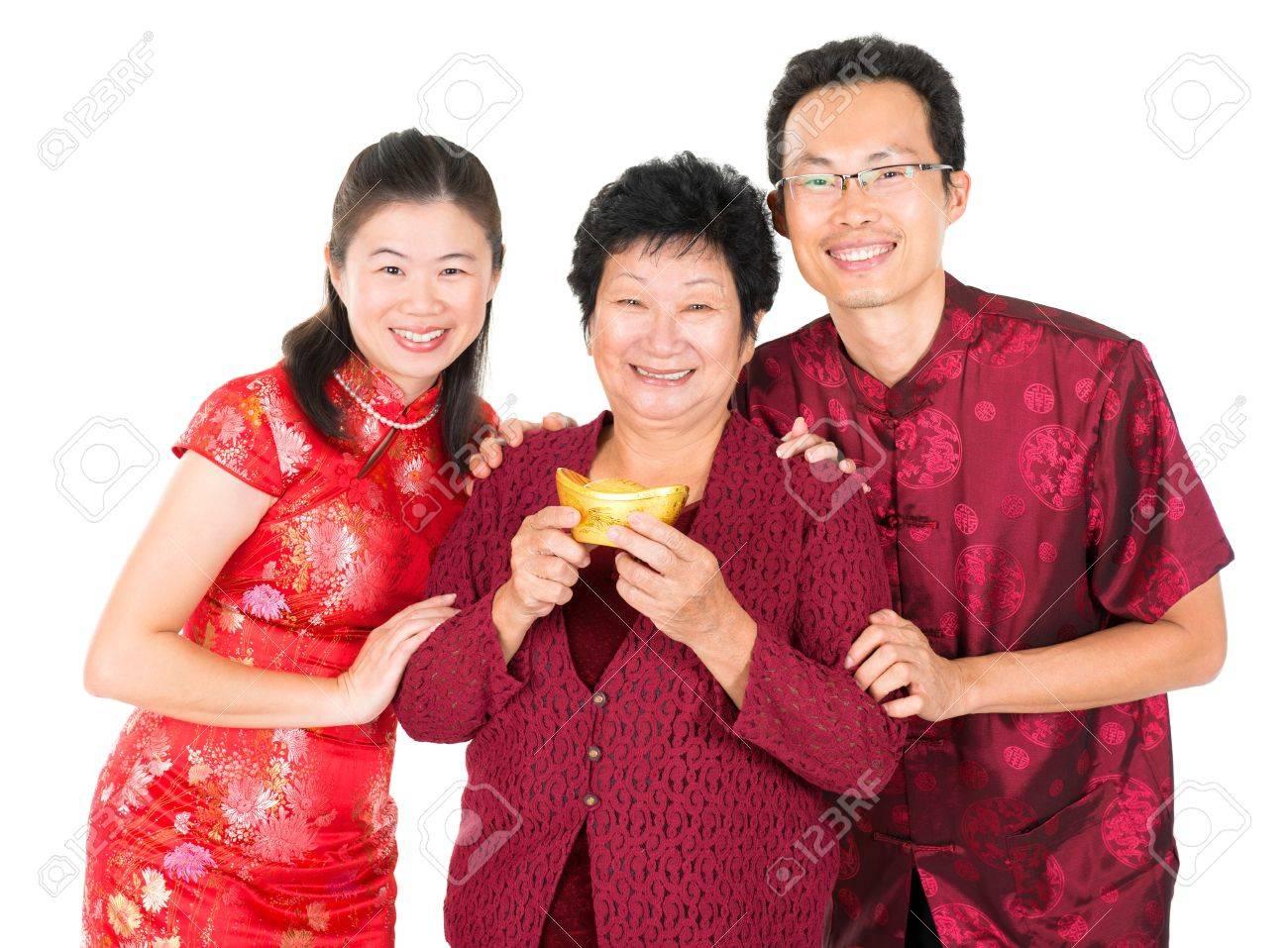 Happy Chinese New Year. Asian Chinesischen Familie Gruß, Hält Einen ...