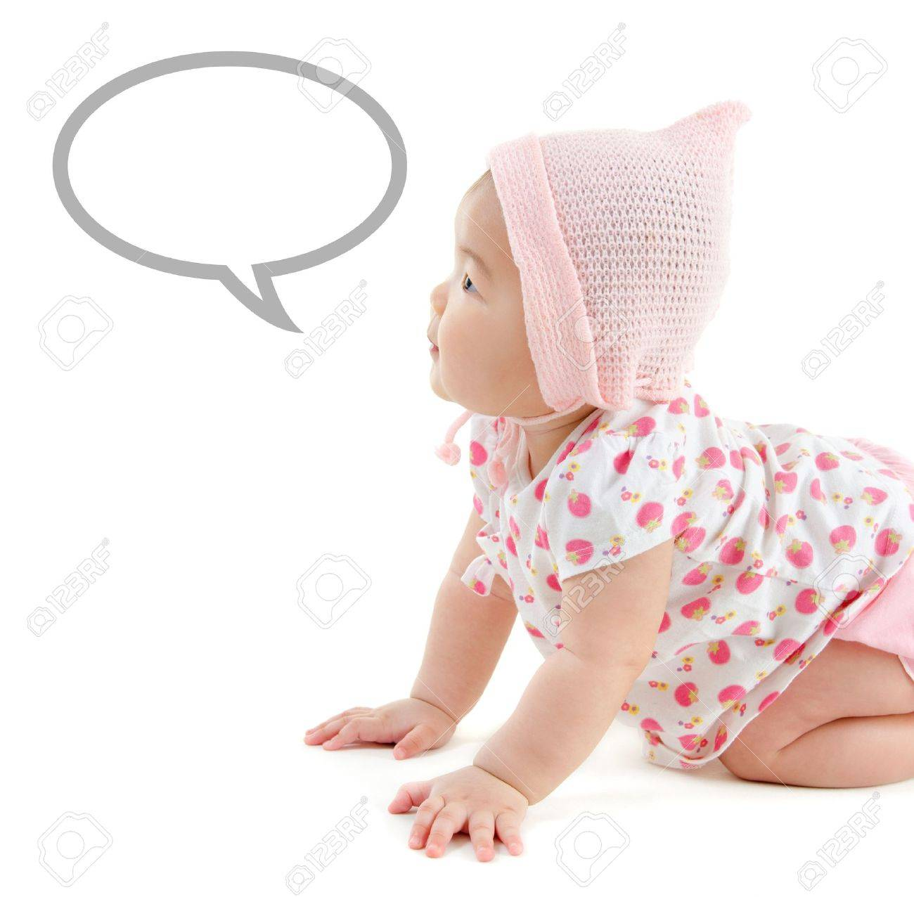 Six months old East Asian baby girl with announcement talk bubble crawling on white background Stock Photo - 17500999