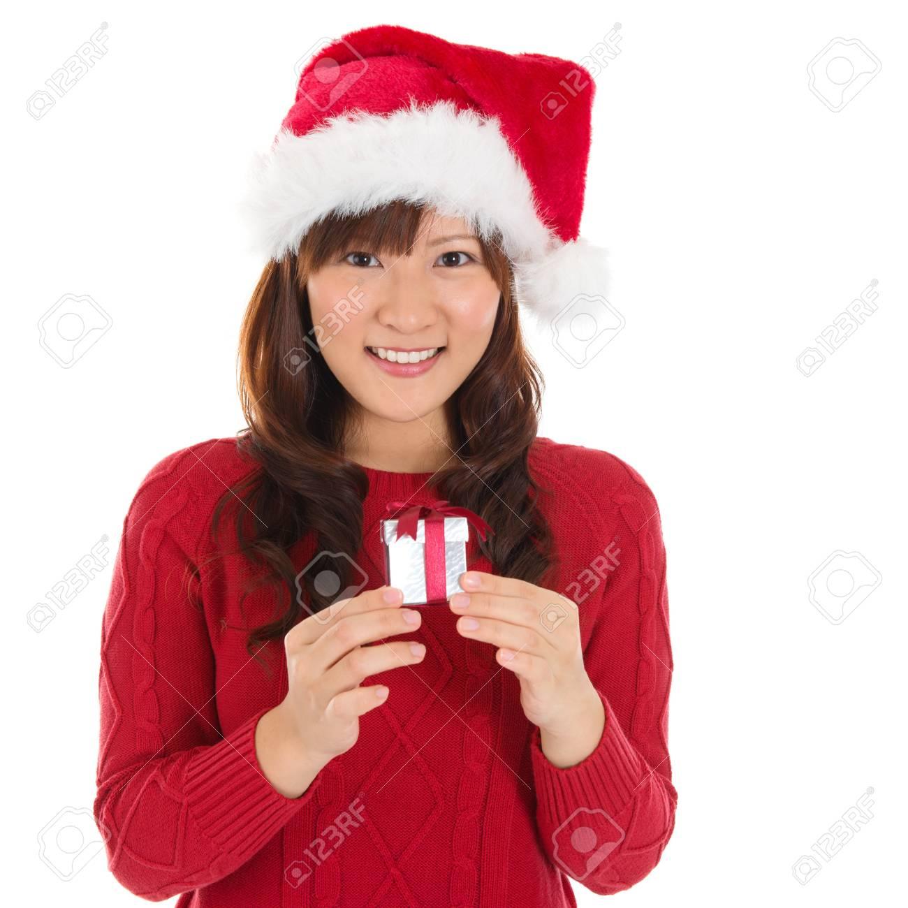 Weihnachtsmütze Weihnachtsfrau Hält Weihnachtsgeschenk Lächelt ...