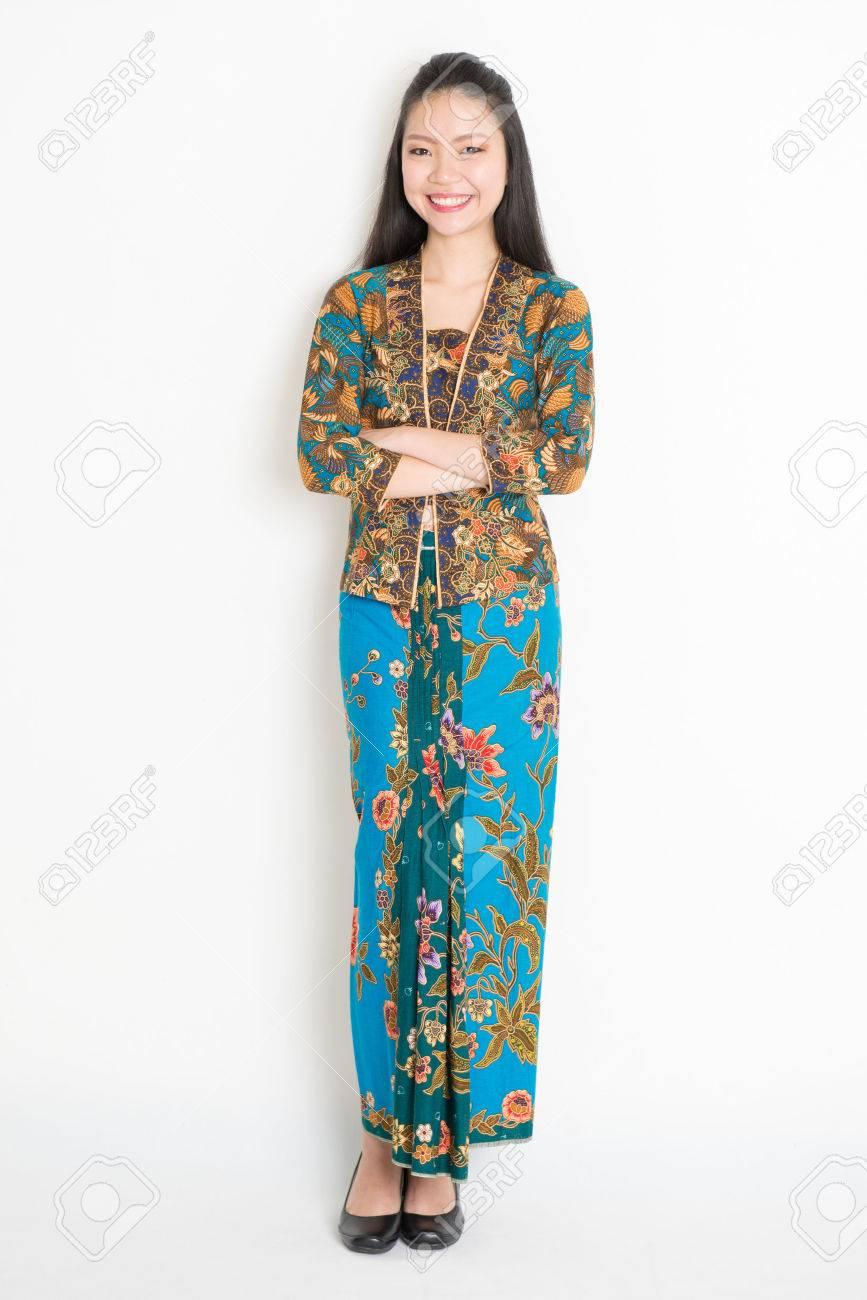 Batik KleidDas Ganzkörper Southeast In Auf Asian Einfachen Girl gbyIYf7v6