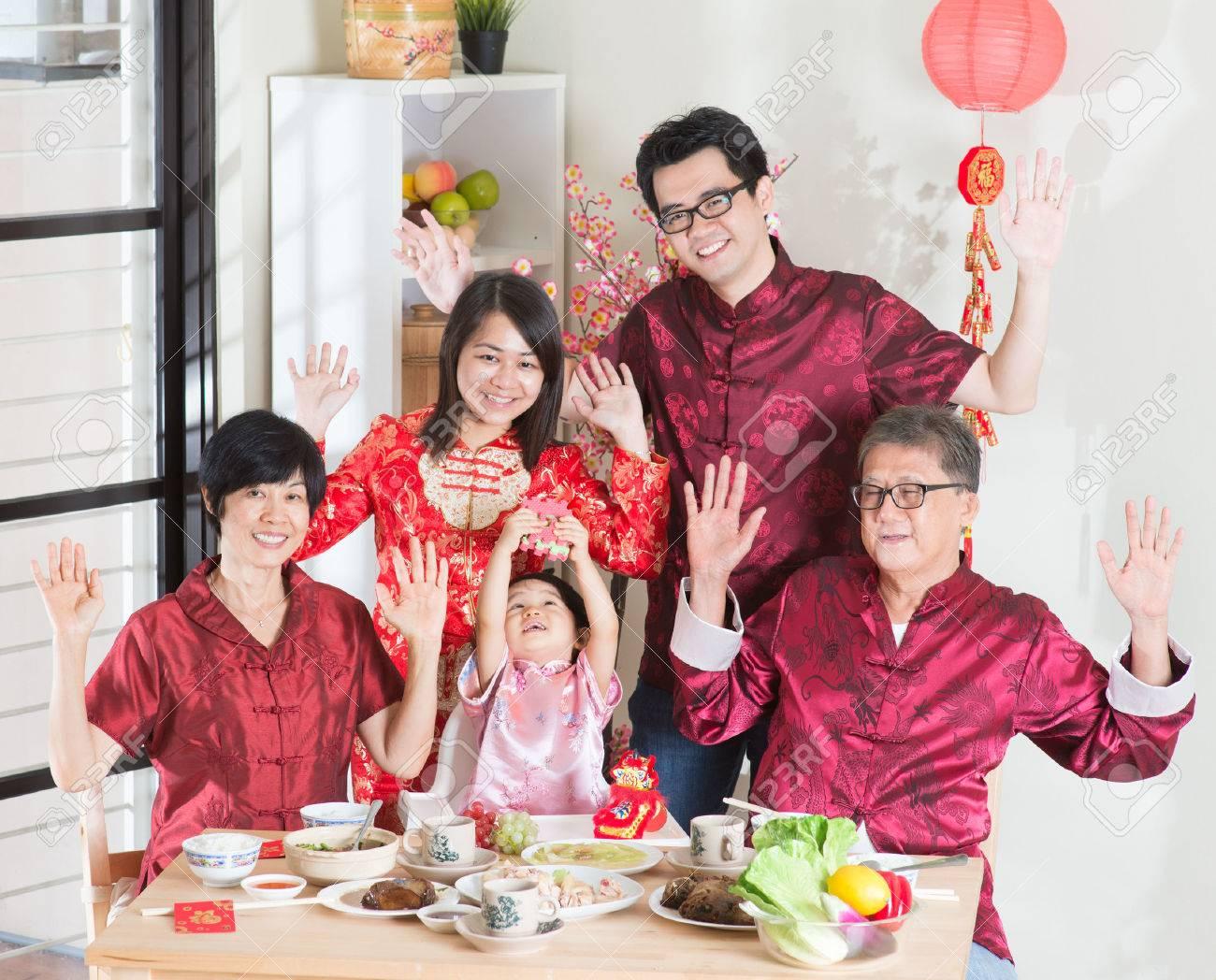 Resultado de imagen de El año viejo se va y la familia no está
