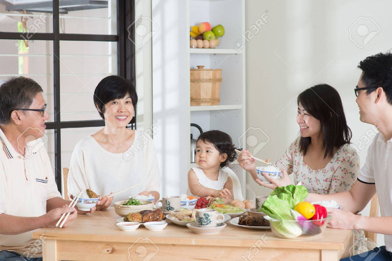 Happy Asian Chinese multi generations family dining at home. Stock Photo - 43271734