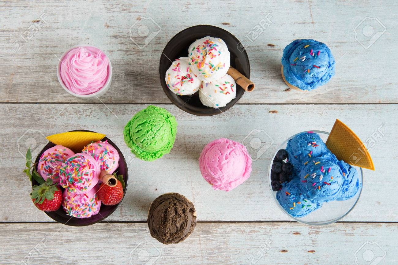 Top view strawberry, blueberry and vanilla ice cream in bowl on white rustic wooden background. - 50022415