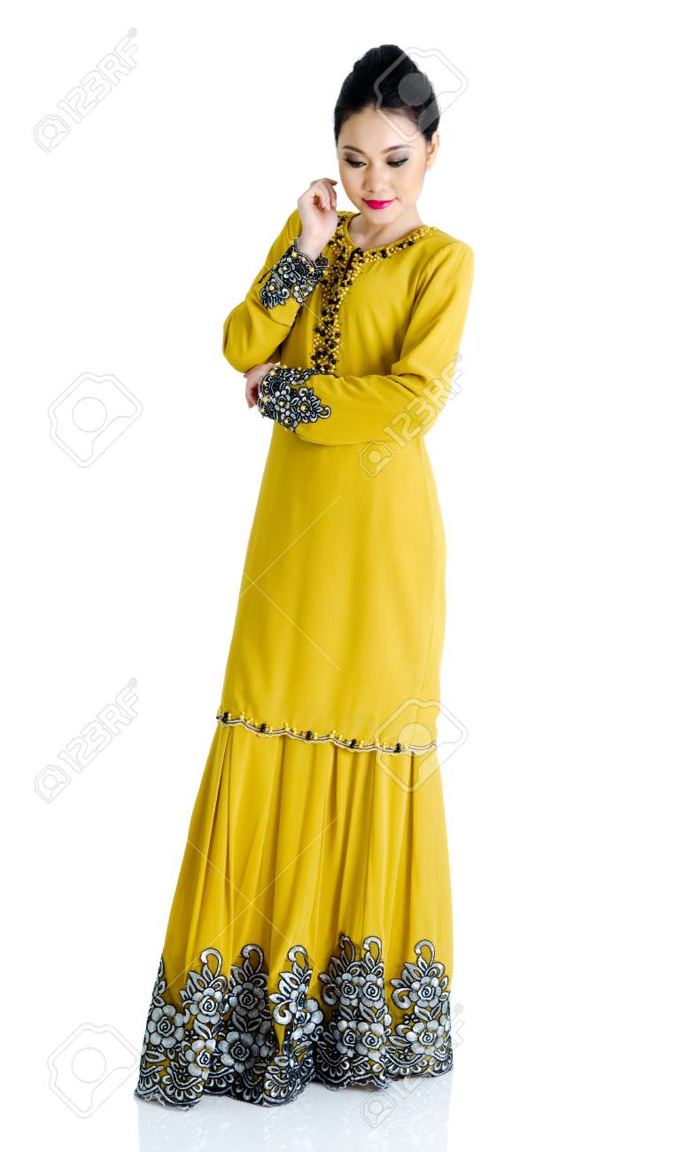 aa709d1ad Pretty southeast asian woman in traditional fashion Stock Photo - 29453337