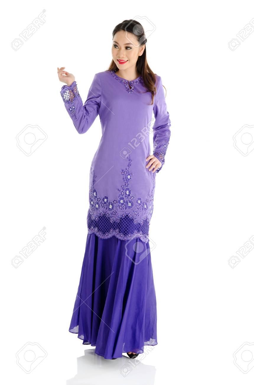 636bbf5c9 Pretty southeast asian woman in traditional fashion Stock Photo - 29453356