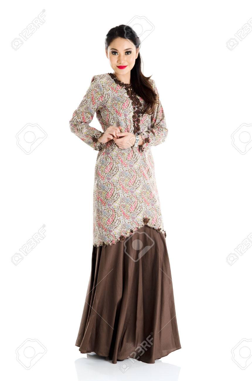 dfb187c61 Pretty southeast asian woman in traditional fashion Stock Photo - 29453357