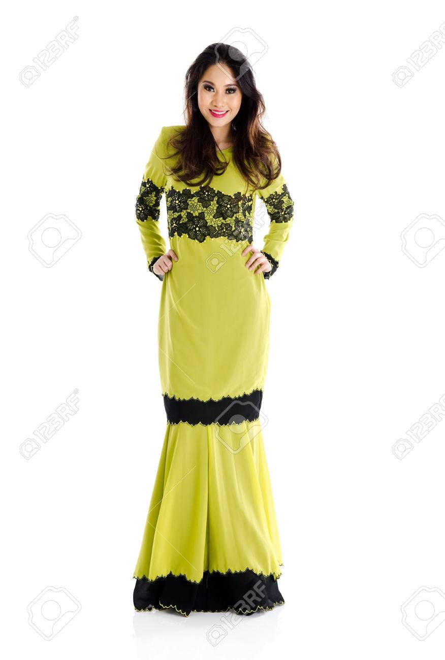 9c0131234 Pretty southeast asian woman in traditional fashion Stock Photo - 29453365