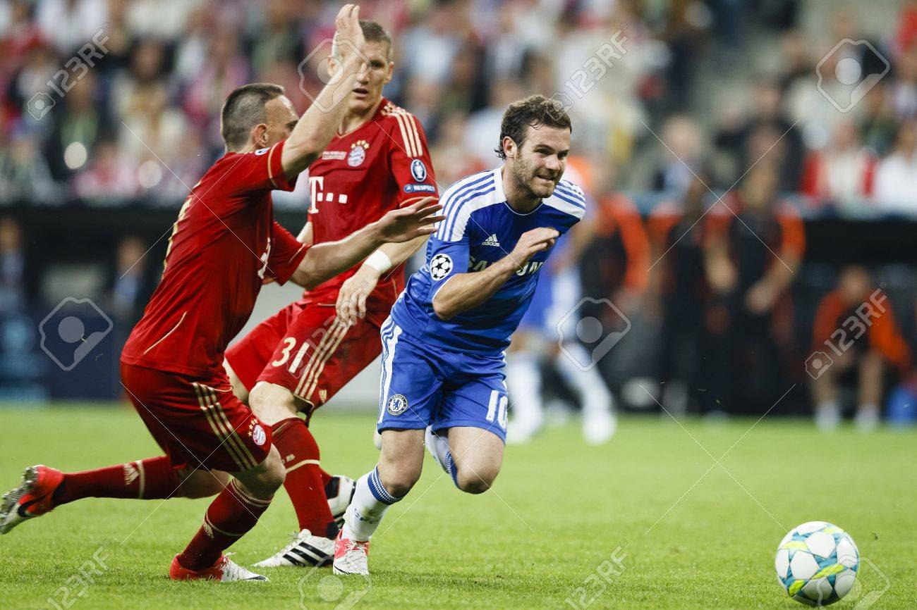 MUNICH, May 19 - Mata of Chelsea (R), Schweinsteiger (M) and