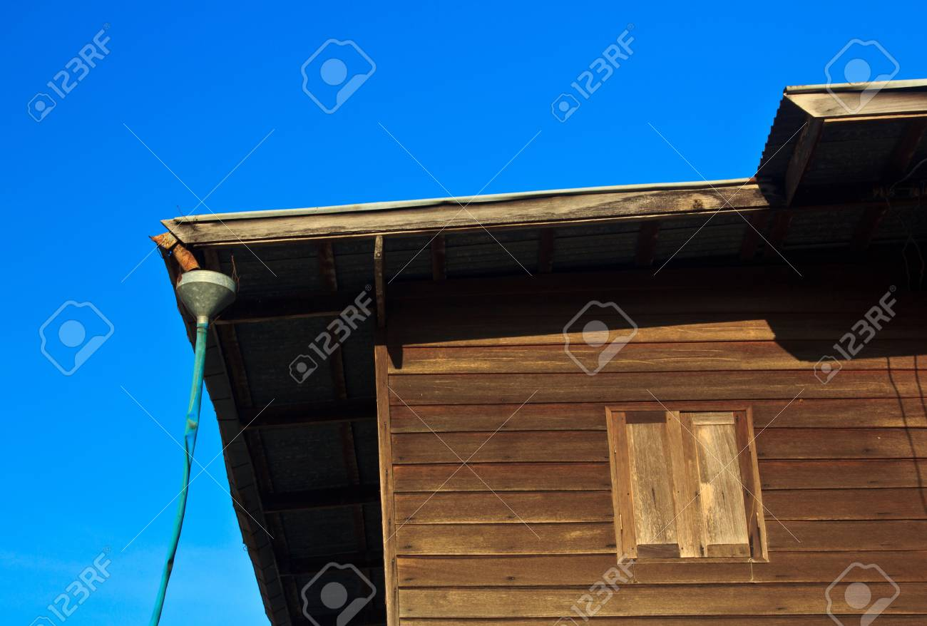 House retro old wood in thailand Stock Photo - 16484498