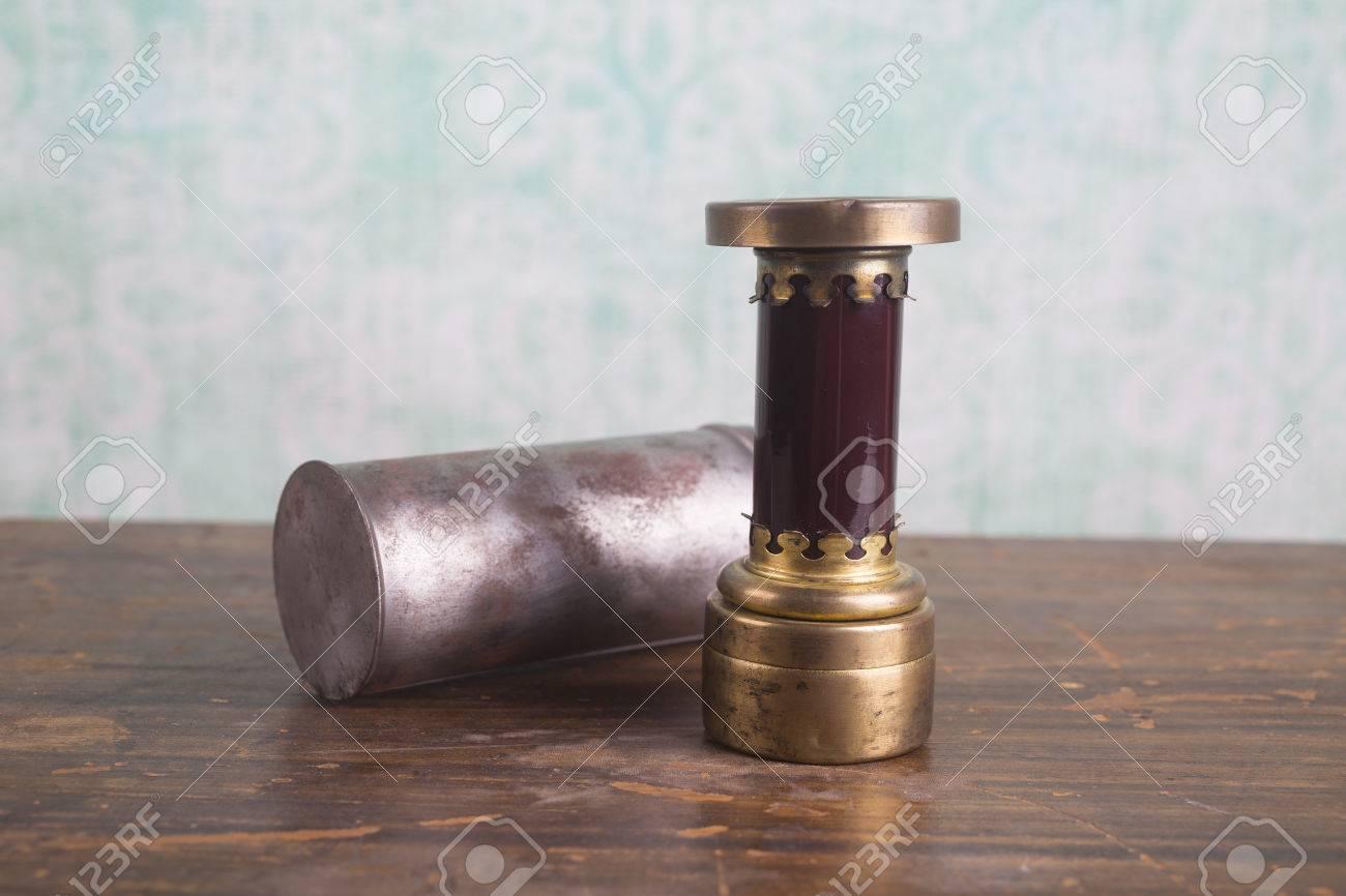 Lampe De Poche En Chambre Noire Vintage Avec Le Verre Rubis