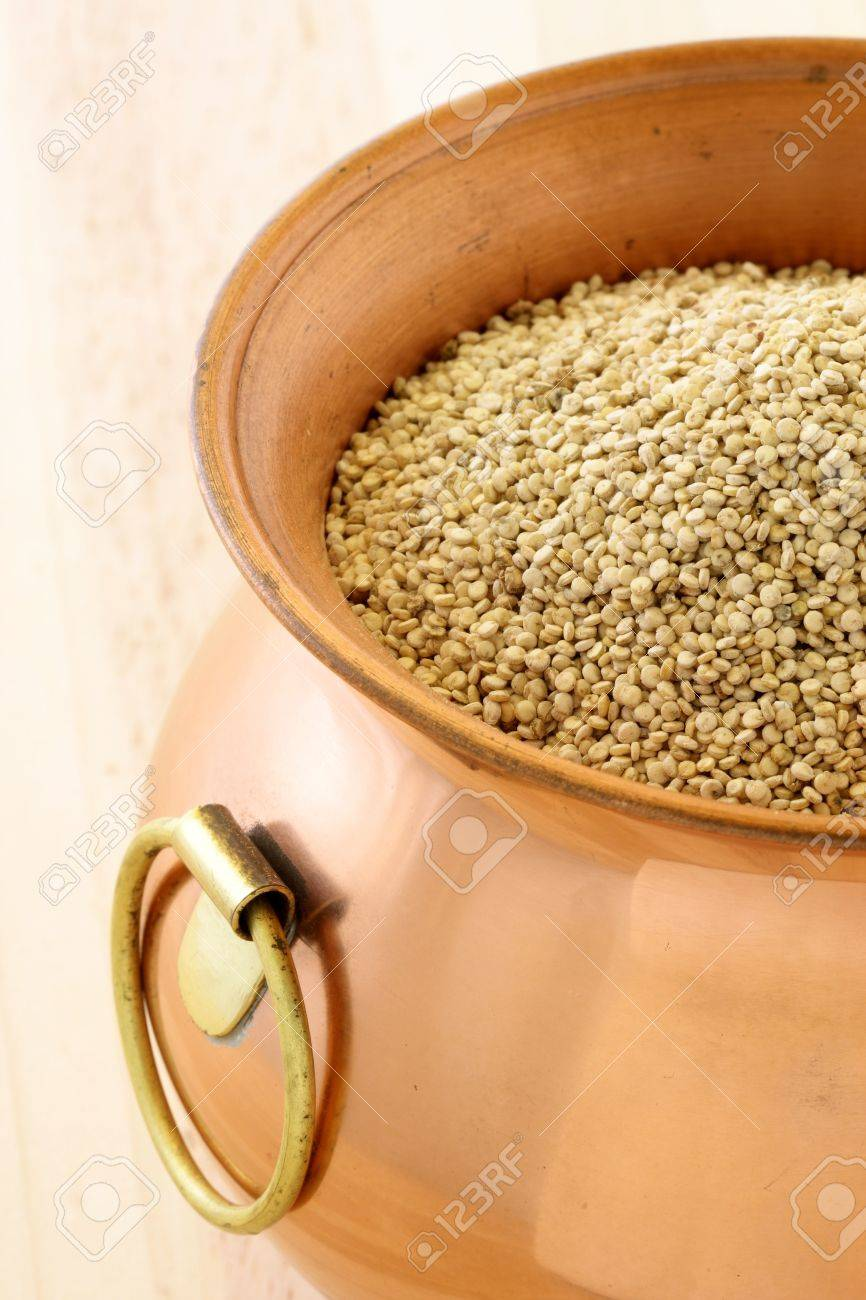 raw quinoa having the most complete proteins of any grain, it is also a great source of vitamins and minerals. Stock Photo - 10121289