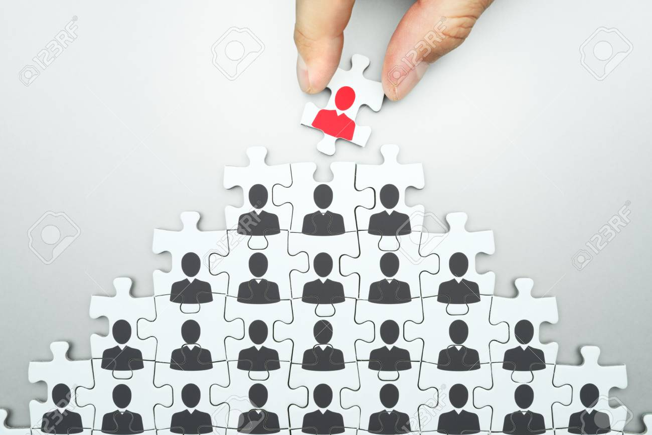 Selecting leader of business organization. Human resource management... Head hunting. Assembling jigsaw puzzle. Organizing business people hierarchy. - 113323906