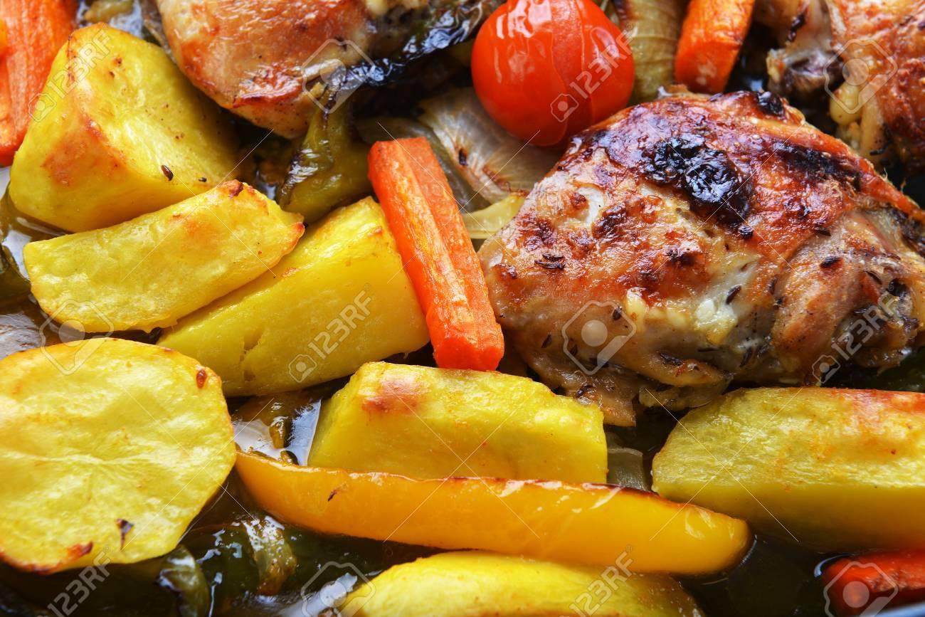 In Gemüse Und Hähnchenpfanne Im Ofen Gebacken Lizenzfreie Fotos