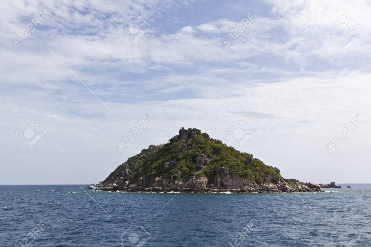 Koh Nangyuan in south of Thailand Stock Photo - 15202919