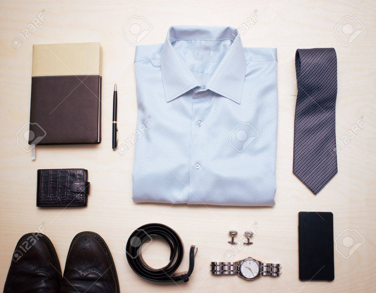 Herren Klassische Buro Outfit Mit Blauem Hemd Krawatte Und Zubehor