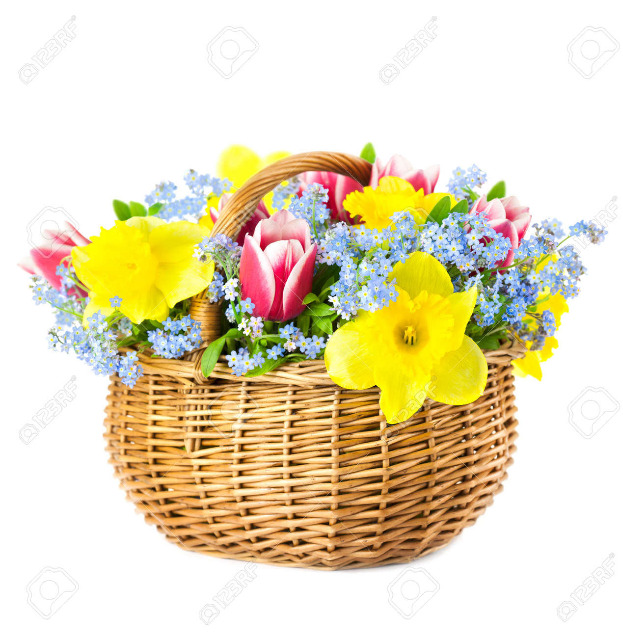 Beautiful Bouquet Of Spring Flowers In Basket Isoliert Auf Weissem