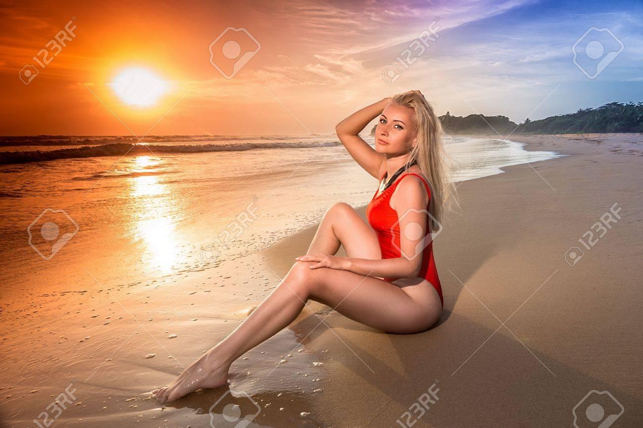 sexy asian madchen mit langen beinen