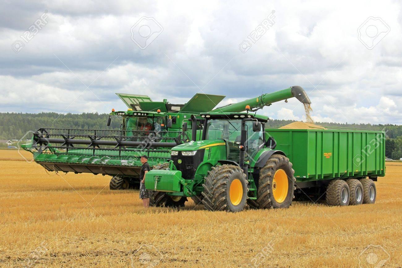 John Deere Combine >> Salo Finland August 10 John Deere Combine Harvester Unloading