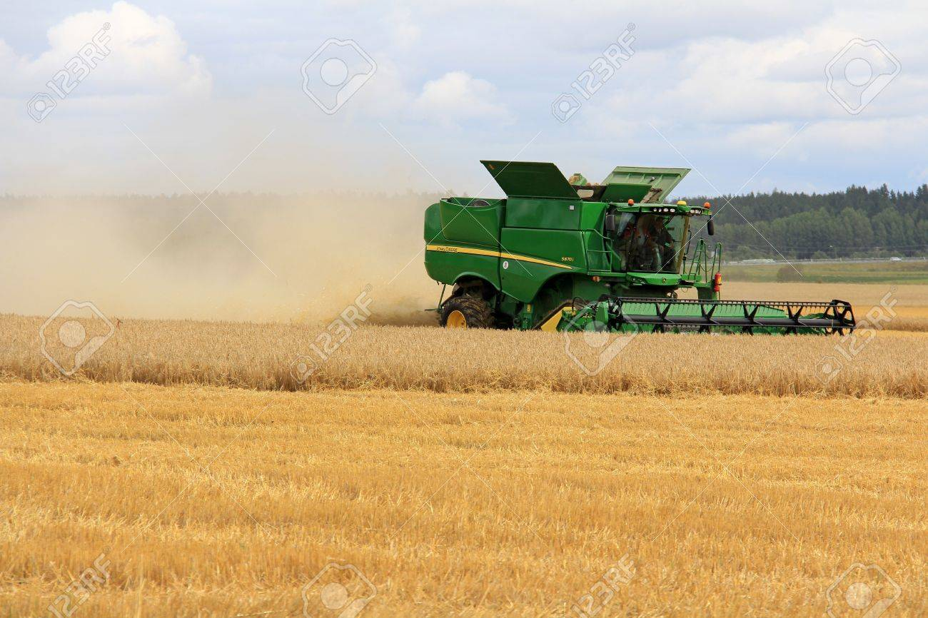SALO, FINLAND - AUGUST 10  John Deere Combine s670i harvesting barley at the annual Puontin Peltopaivat Agricultural Show in Salo, Finland on August 10, 2013  Stock Photo - 21392513