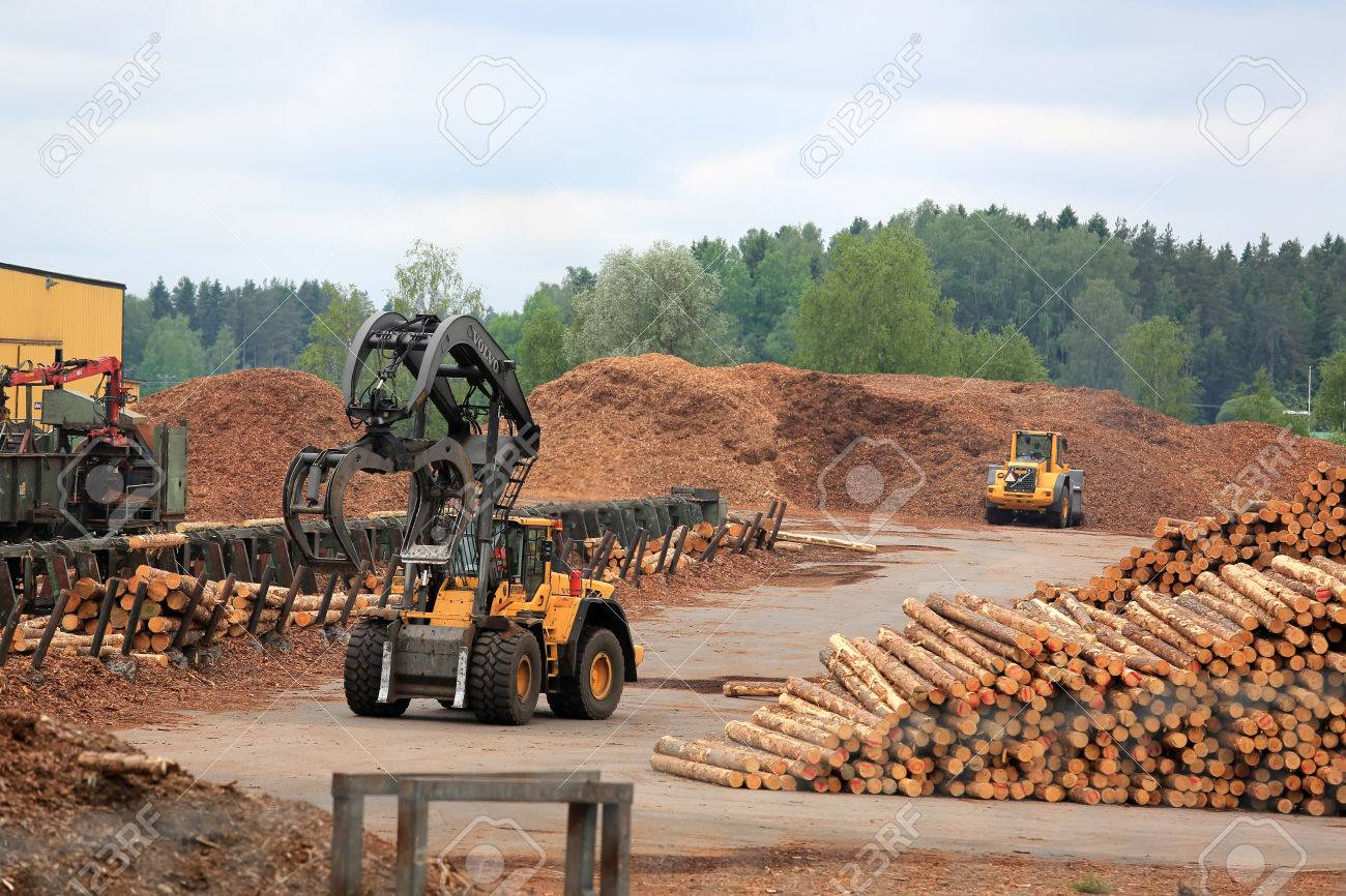 KYRO, FINLAND - JUNE 7, 2014  Volvo L180F High Lift wheel loader working at mill lumber yard   The arm is capable of reaching a lift height of 5,8 m under closed grapple  Stock Photo - 29059535