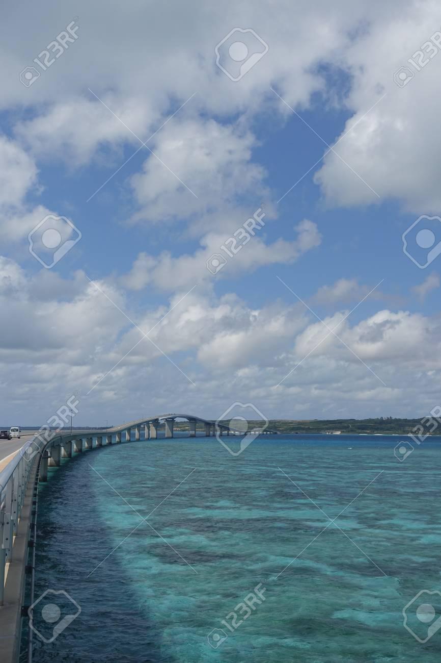 沖縄県宮古島市の伊良部島に大きくて長い伊良部橋 の写真素材 画像