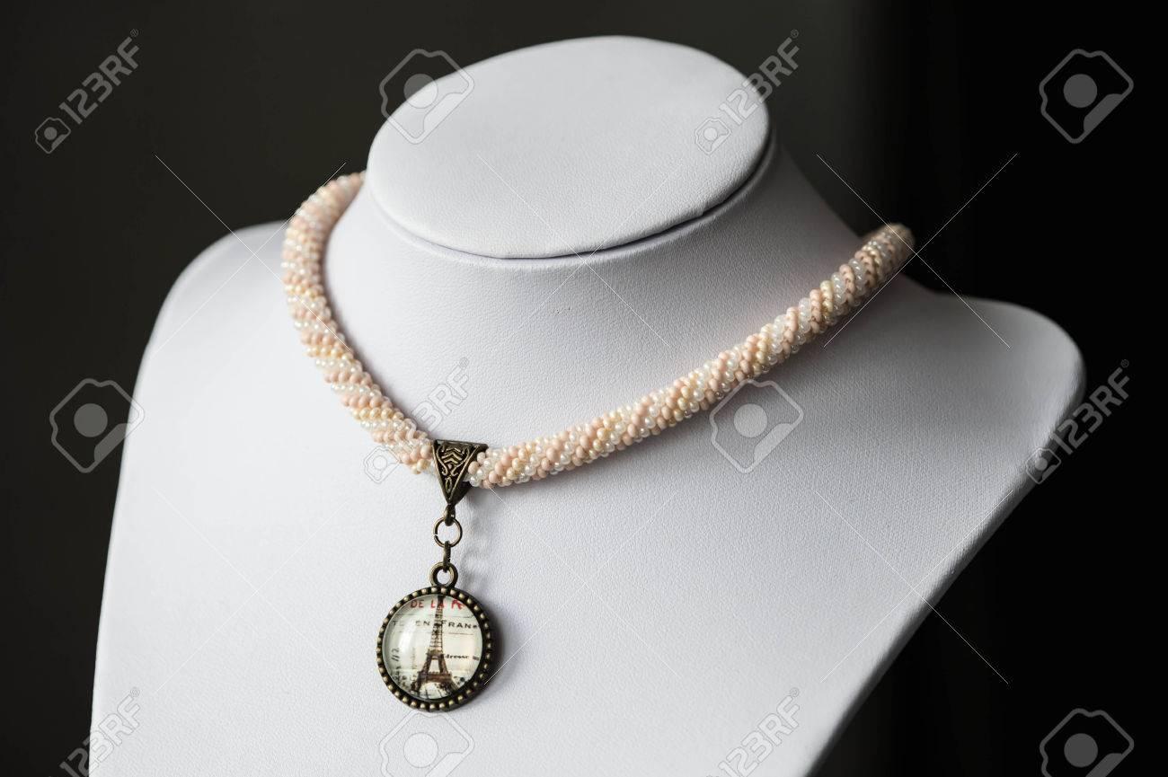 Handgemachte Gehäkelt Halsband Halskette Mit Anhänger Lizenzfreie ...