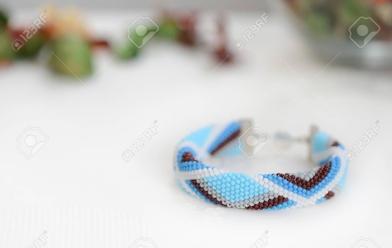 Pulsera De Crochet De Cuentas Azules Con Patrón Geométrico Fotos ...
