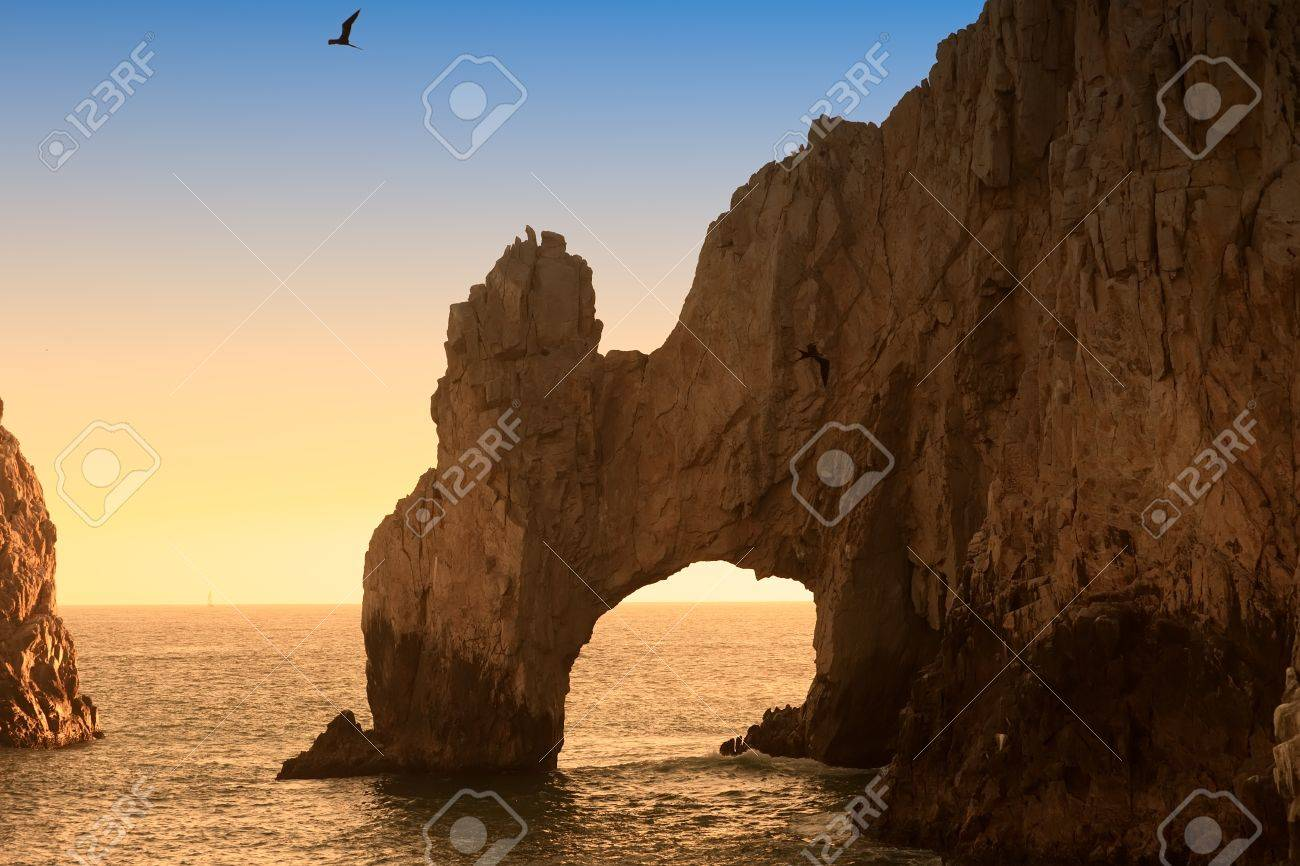 The Arch and Land - 16645321
