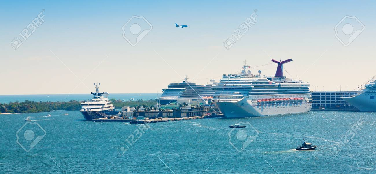 Busy cruise ship port in Ft  Lauderdale, Florida Stock Photo - 17091692