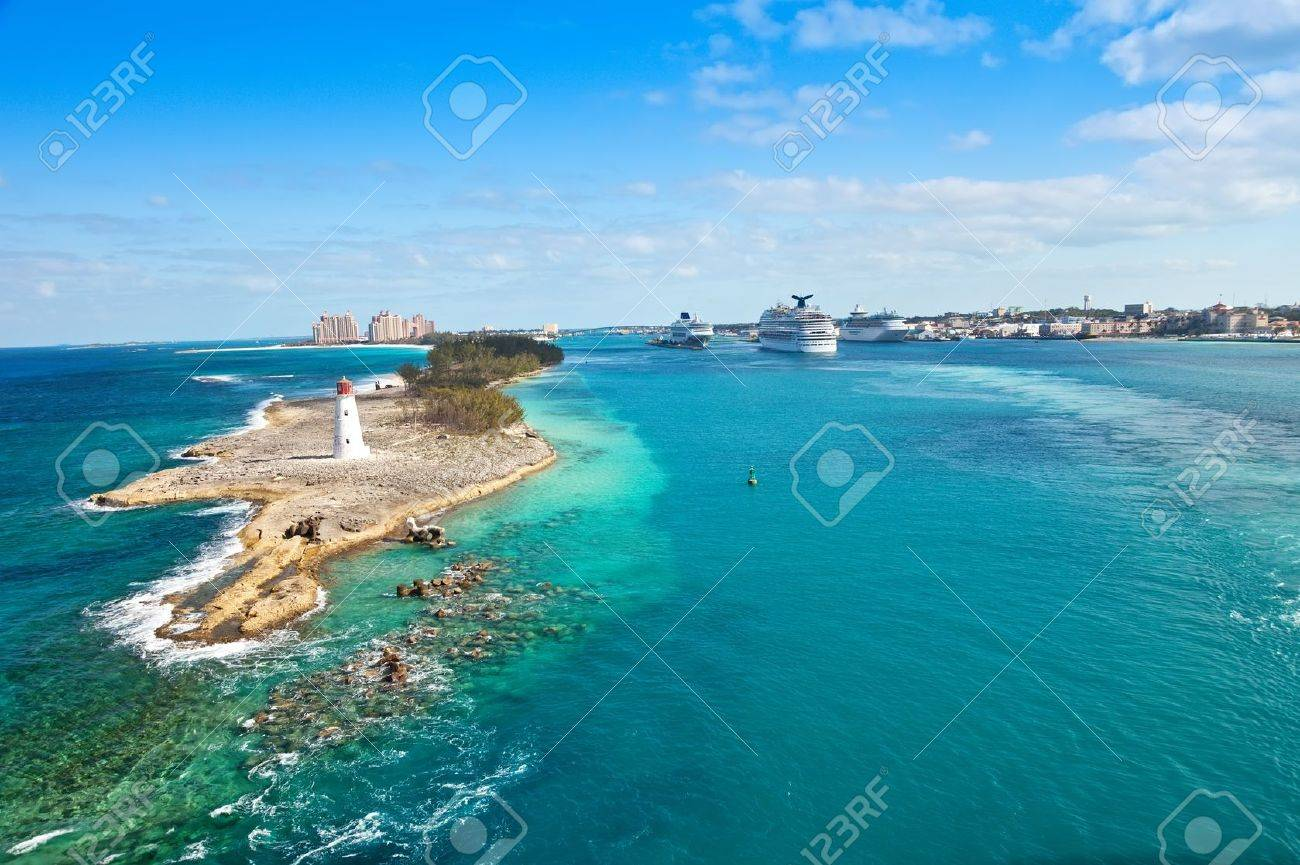 Scenic view of the Nassau, Bahamas, the cruise port and Paradise Island - 20324911