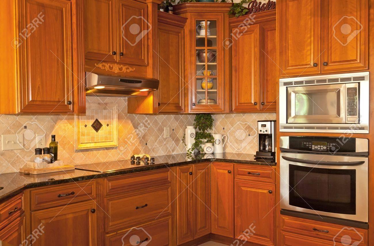 Cocina De Diseño Tradicional Con Muebles De Madera Y Granito Fotos ...