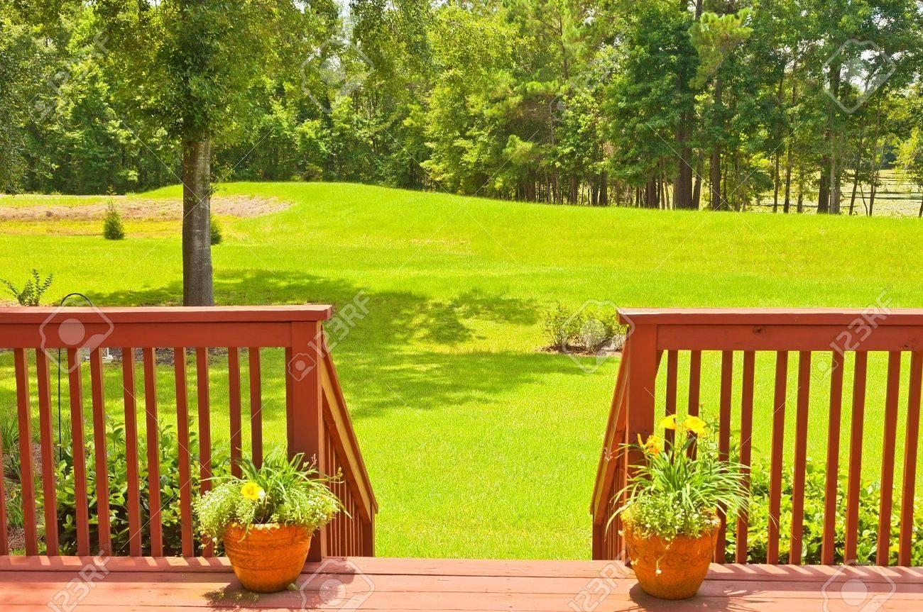 Amplia Terraza Jardín De Madera Residencial