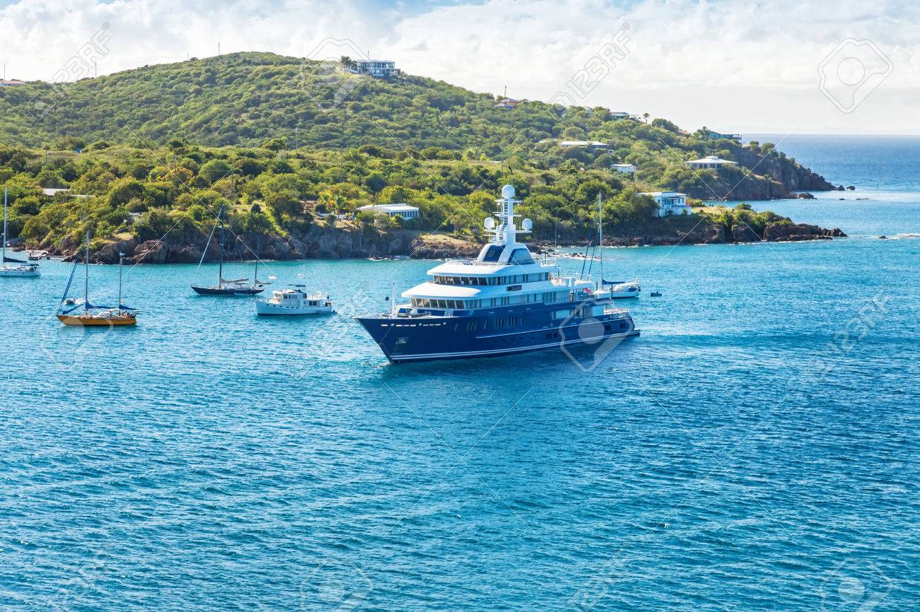 Various yachts and motorboats make their way into the St. Thomas harbor - 25122665