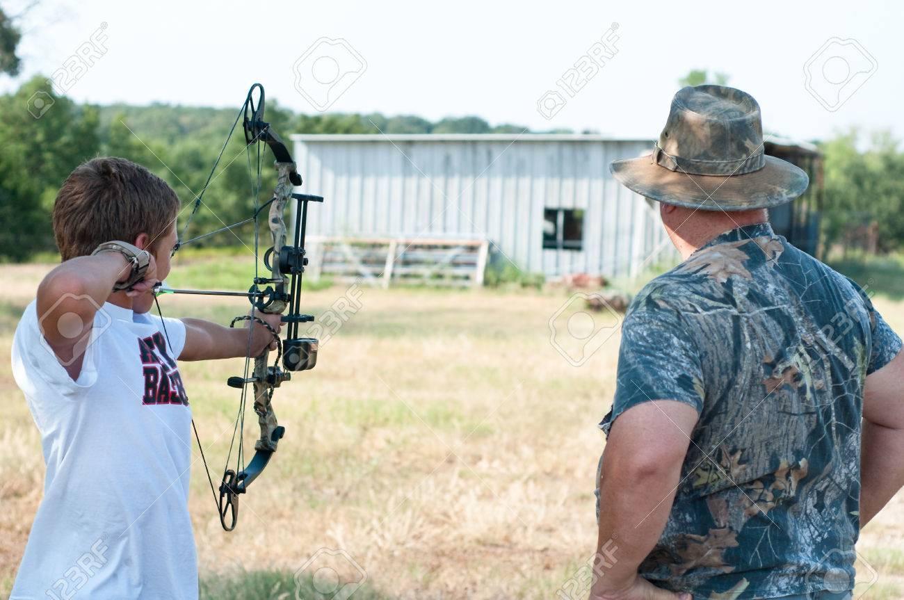 Teenager auf dem Bauernhof