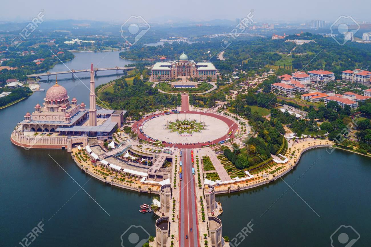 Aerial view of Putra mosque with garden landscape design and Putrajaya Lake, Putrajaya. The most famous tourist attraction in Kuala Lumpur City, Malaysia - 118543103