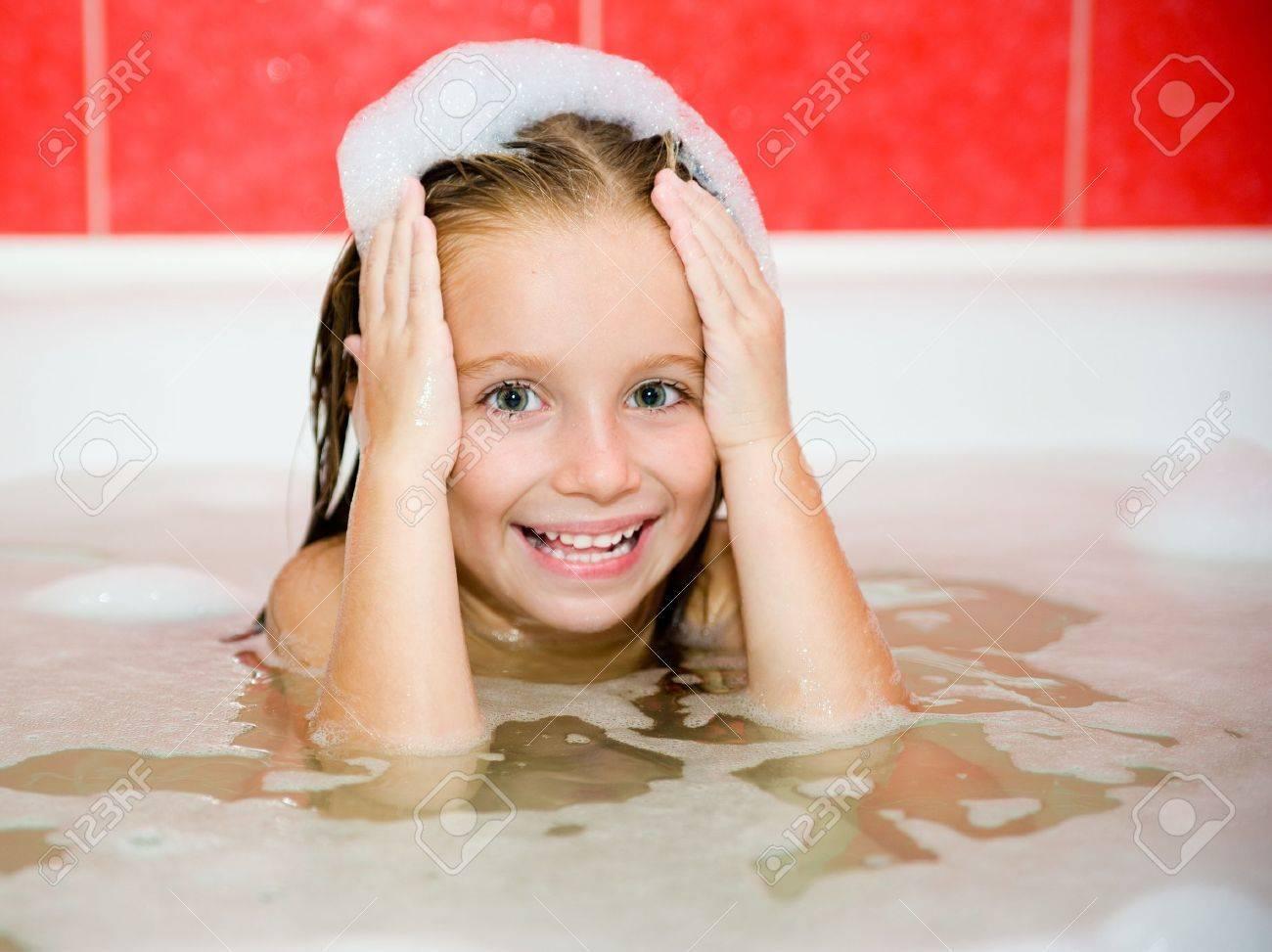 Фото девушка ванну принимает 17 фотография
