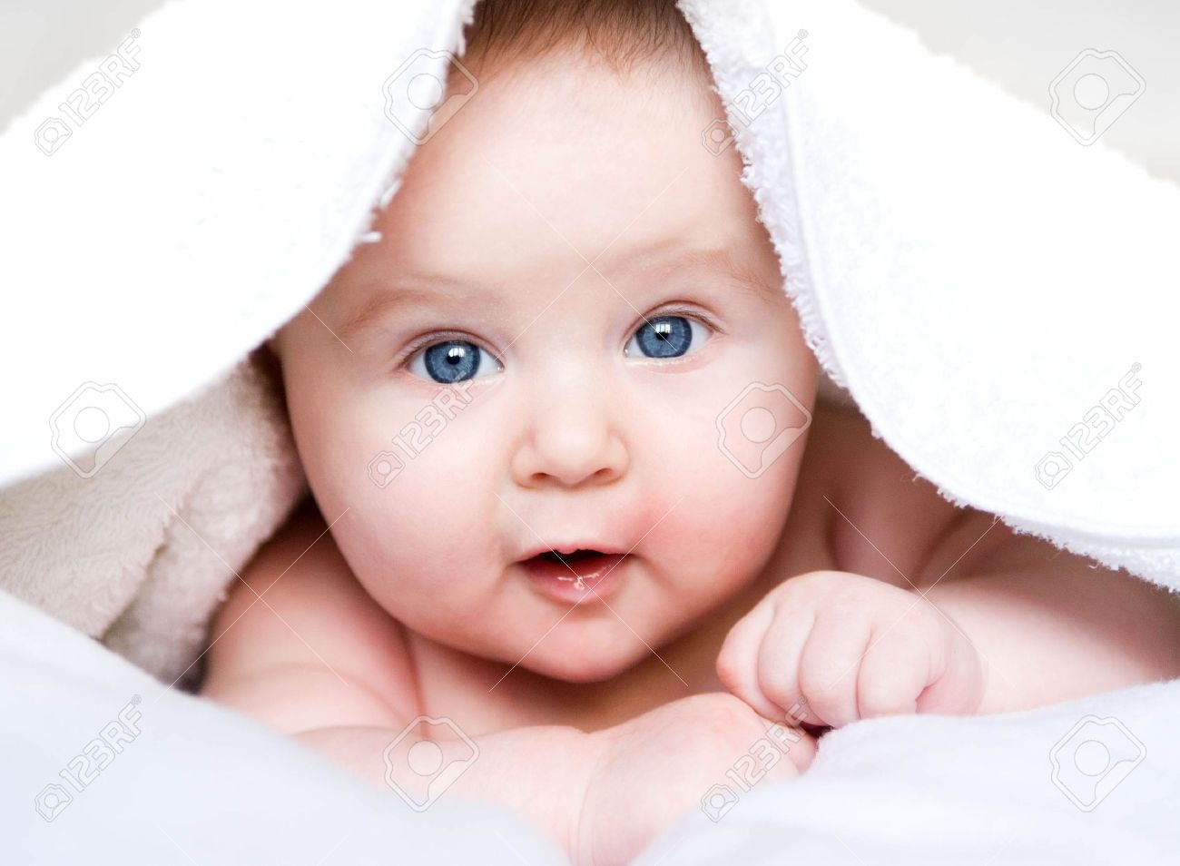baby is hiding under the white blanket Stock Photo - 17412206