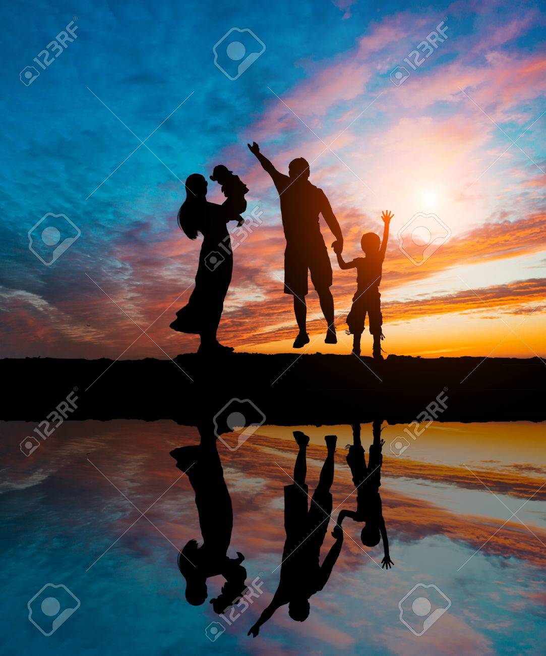 Silhouettes of happy parents having good time with their little children on the seacoast - 44947458