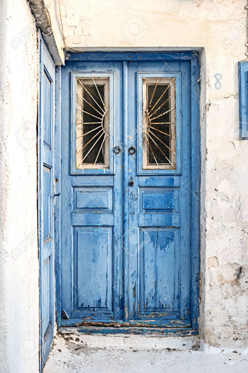 Vintage Blue Wooden Door With ed Paint Lizenzfreie Fotos ... on