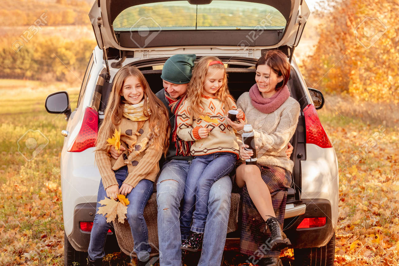 Family sitting in car trunk - 172593408