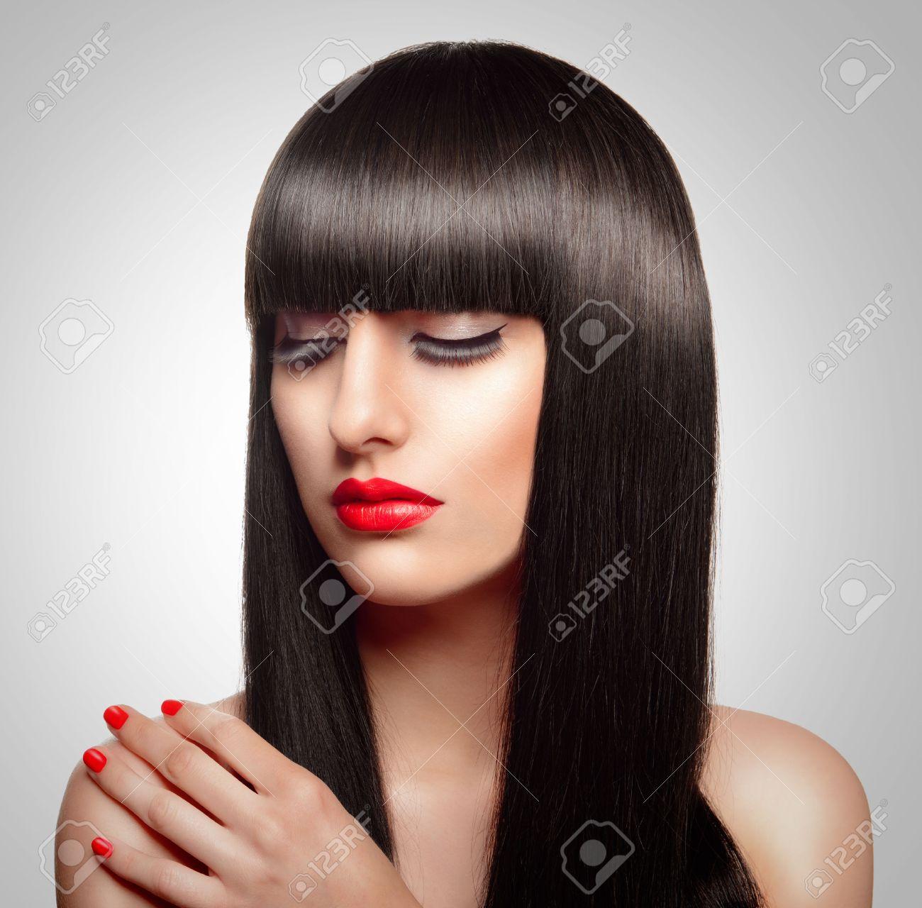 Portrait De La Belle Femme De Mode Avec De Longs Cheveux Et ...