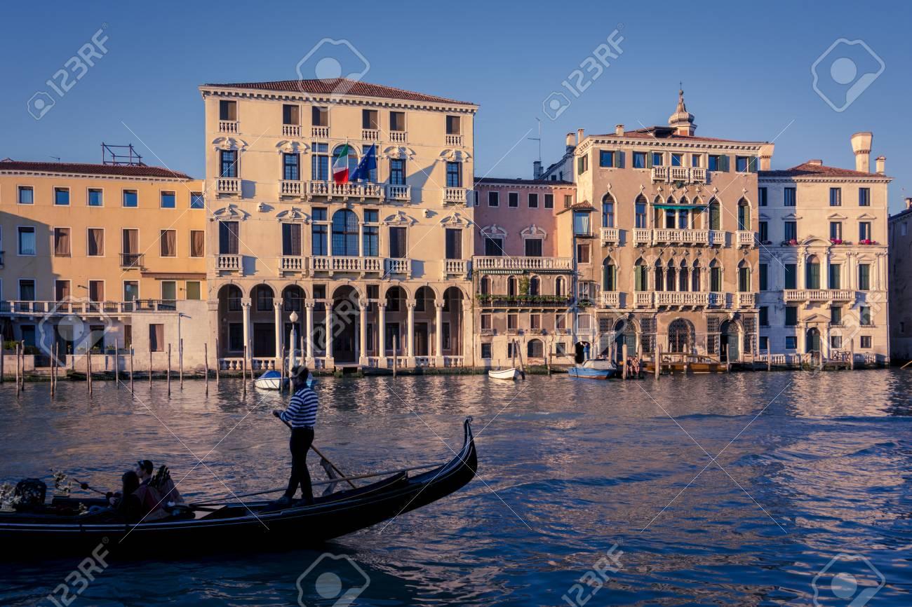 251dac15d Foto de archivo - Venecia góndola en Venecia Italia