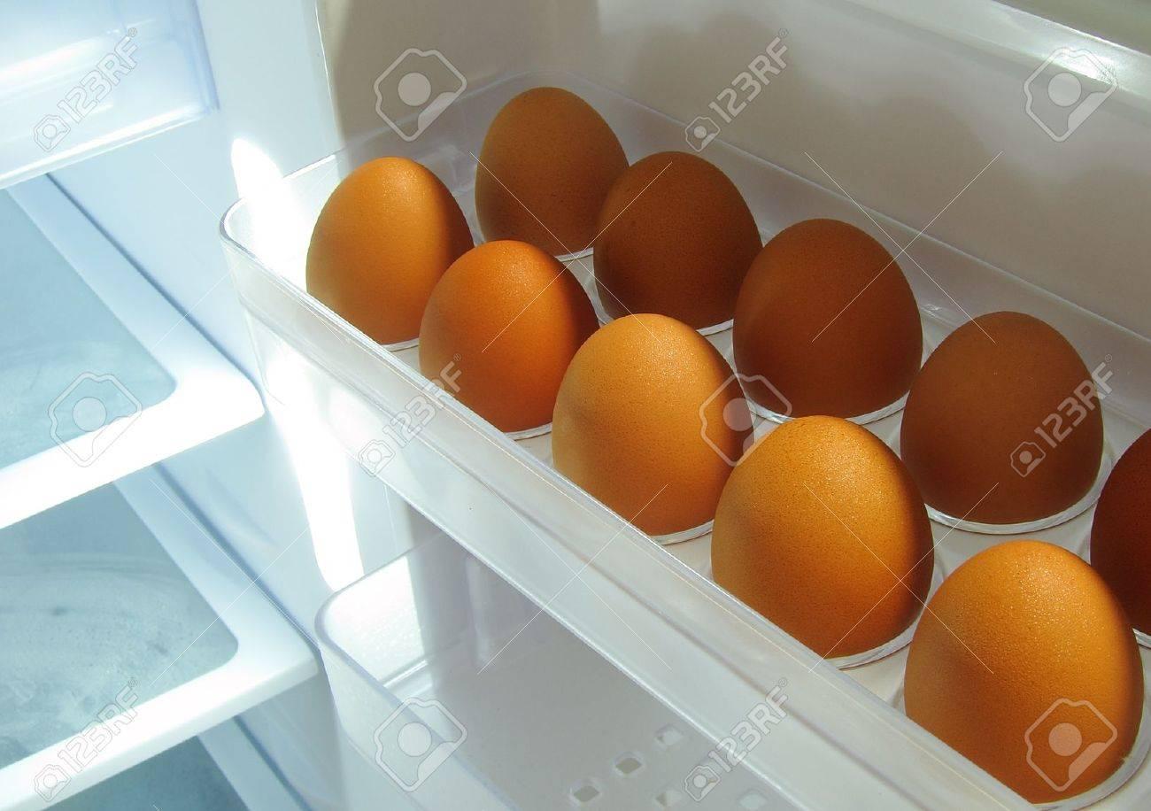 Kühlschrank Ei : Ei im kühlschrank lizenzfreie fotos bilder und stock fotografie