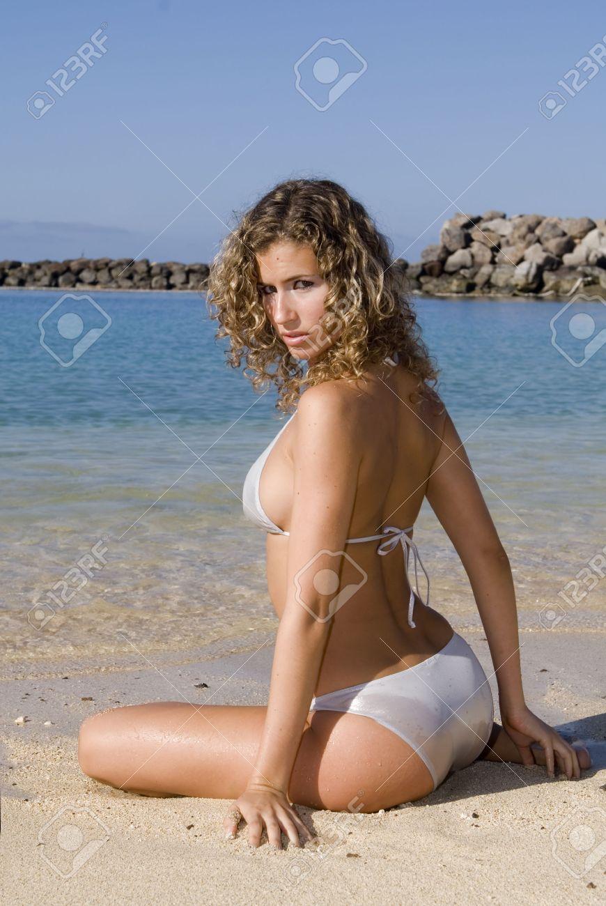 Young and hot gils with bikini free pics actress